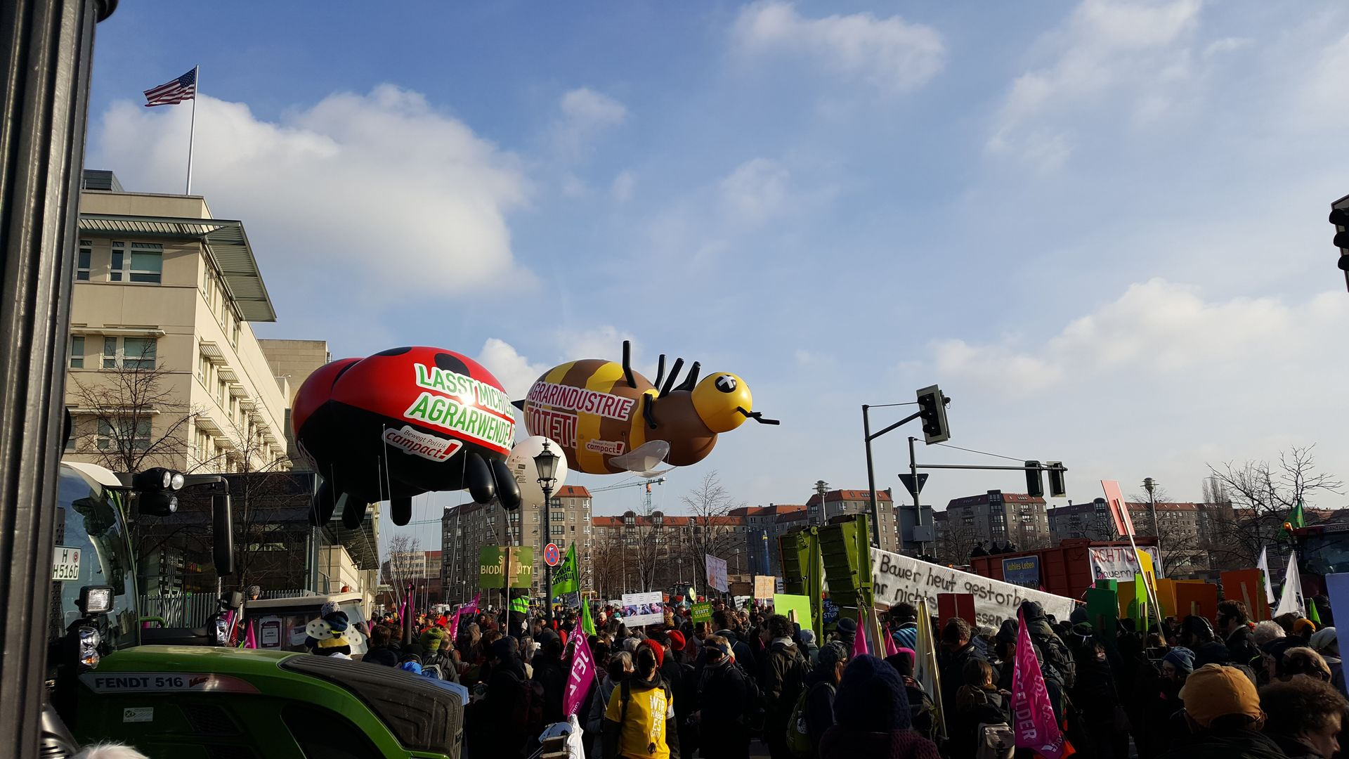 Das Foto zeigt einen Ausschnitt der Demo Wir haben es satt! in Berlin 2019 // The photo shows a part of the demo We are sick of it! in Berlin 2019